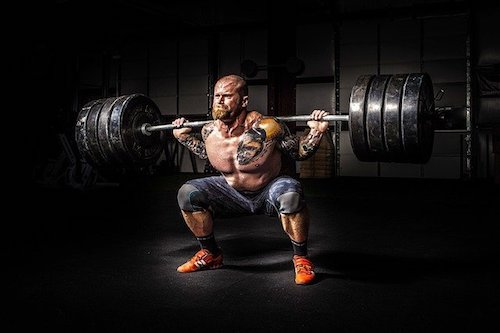 guy lifting weights